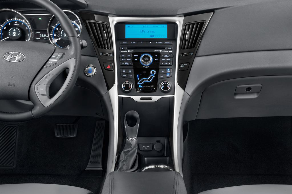 Hyundai Sonata Comfort Limousine (2005 - 2010) 4 Türen Mittelkonsole