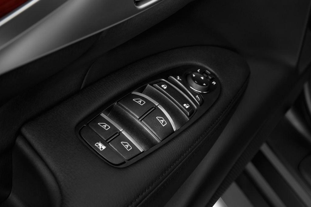Infiniti Q70 Premium Limousine (2013 - heute) 4 Türen Bedienungselemente Tür