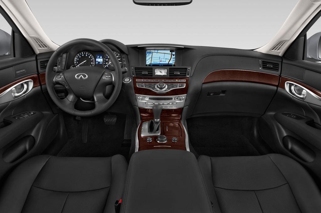 Infiniti Q70 Sport Tech Limousine (2013 - heute) 4 Türen Cockpit und Innenraum