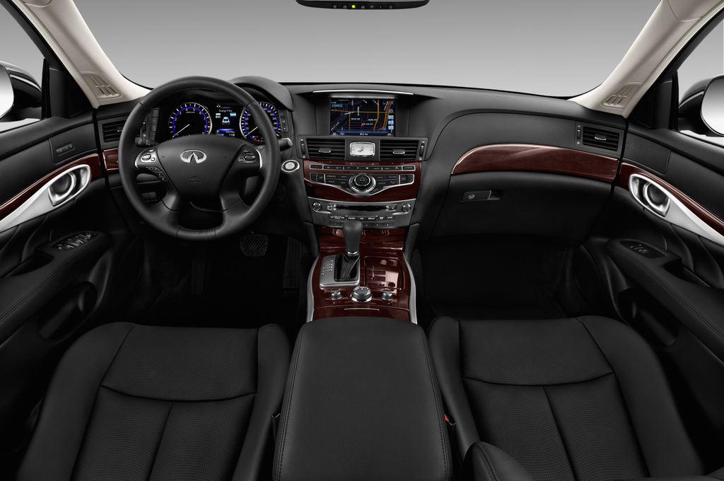 Infiniti Q70 Premium Limousine (2013 - heute) 4 Türen Cockpit und Innenraum