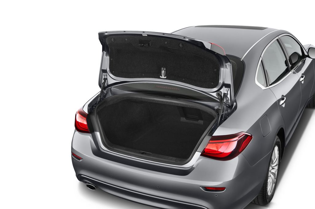 Infiniti Q70 3.7 V6 7At Limousine (2013 - heute) 4 Türen Kofferraum