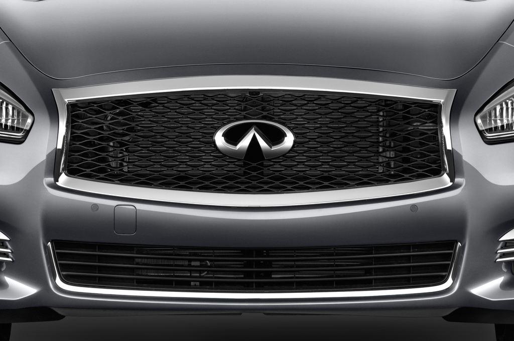 Infiniti Q70 Sport Tech Limousine (2013 - heute) 4 Türen Kühlergrill und Scheinwerfer