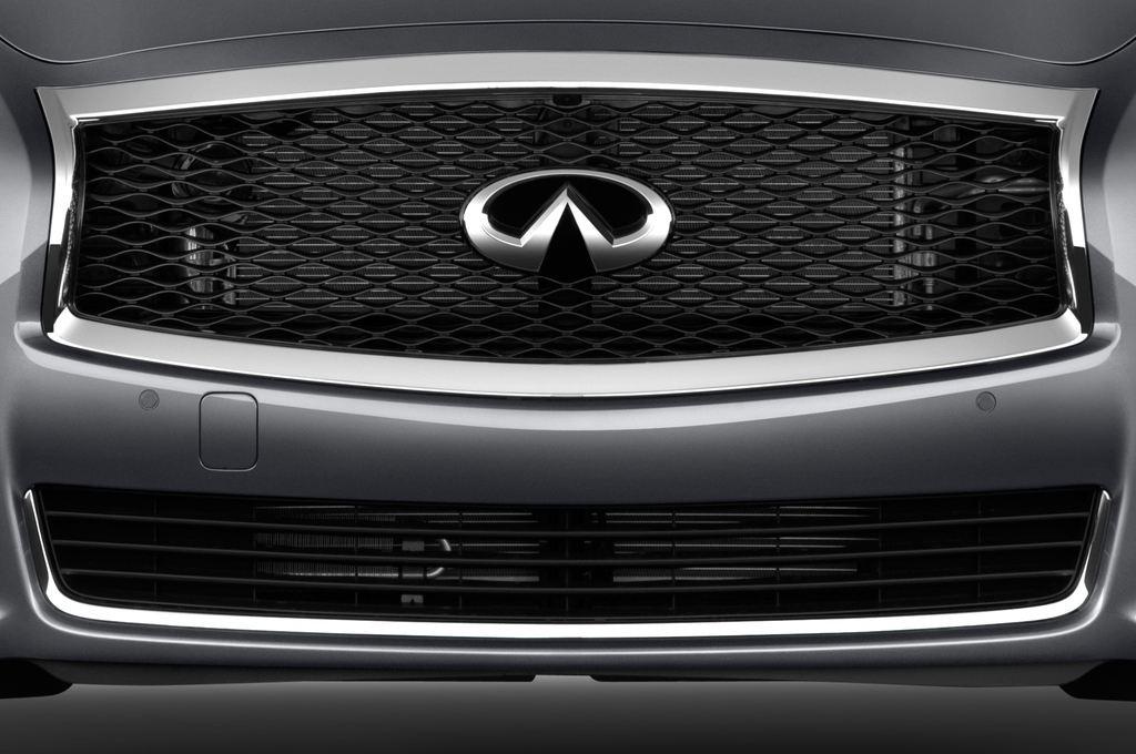 Infiniti Q70 3.7 V6 7At Limousine (2013 - heute) 4 Türen Kühlergrill und Scheinwerfer