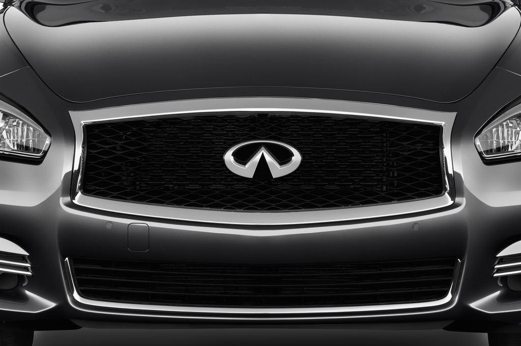 Infiniti Q70 Premium Limousine (2013 - heute) 4 Türen Kühlergrill und Scheinwerfer