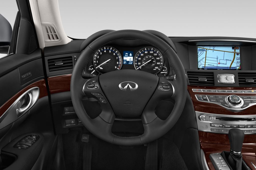 Infiniti Q70 Sport Tech Limousine (2013 - heute) 4 Türen Lenkrad