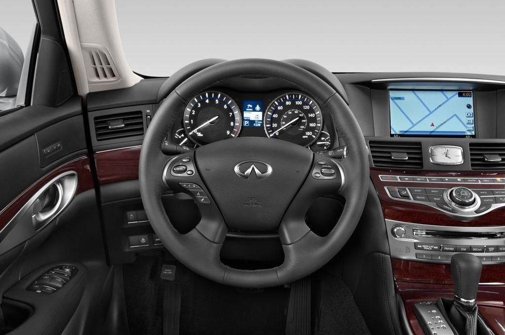 Infiniti Q70 3.7 V6 7At Limousine (2013 - heute) 4 Türen Lenkrad