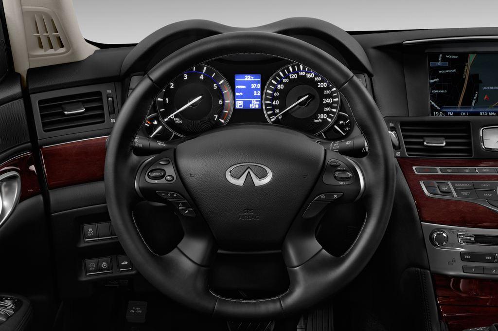 Infiniti Q70 Premium Limousine (2013 - heute) 4 Türen Lenkrad