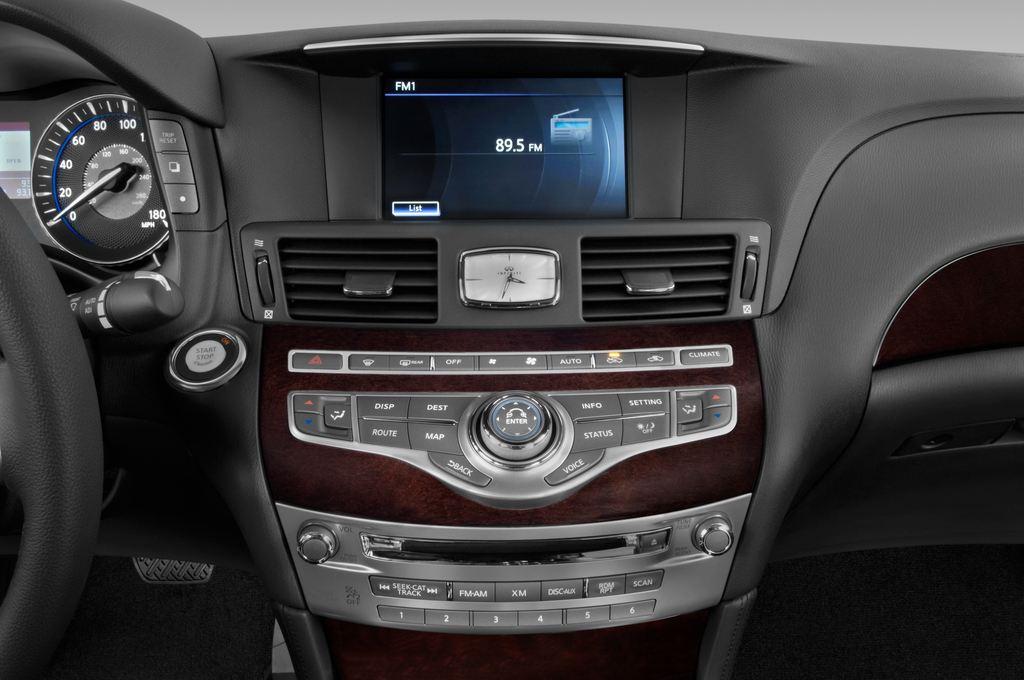 Infiniti Q70 3.7 V6 7AT Limousine (2013 - heute) 4 Türen Radio und Infotainmentsystem