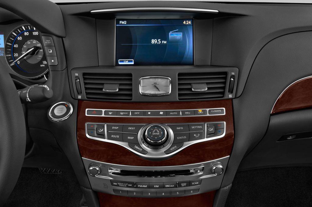 Infiniti Q70 Sport Tech Limousine (2013 - heute) 4 Türen Radio und Infotainmentsystem