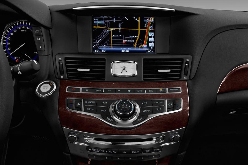 Infiniti Q70 Premium Limousine (2013 - heute) 4 Türen Radio und Infotainmentsystem
