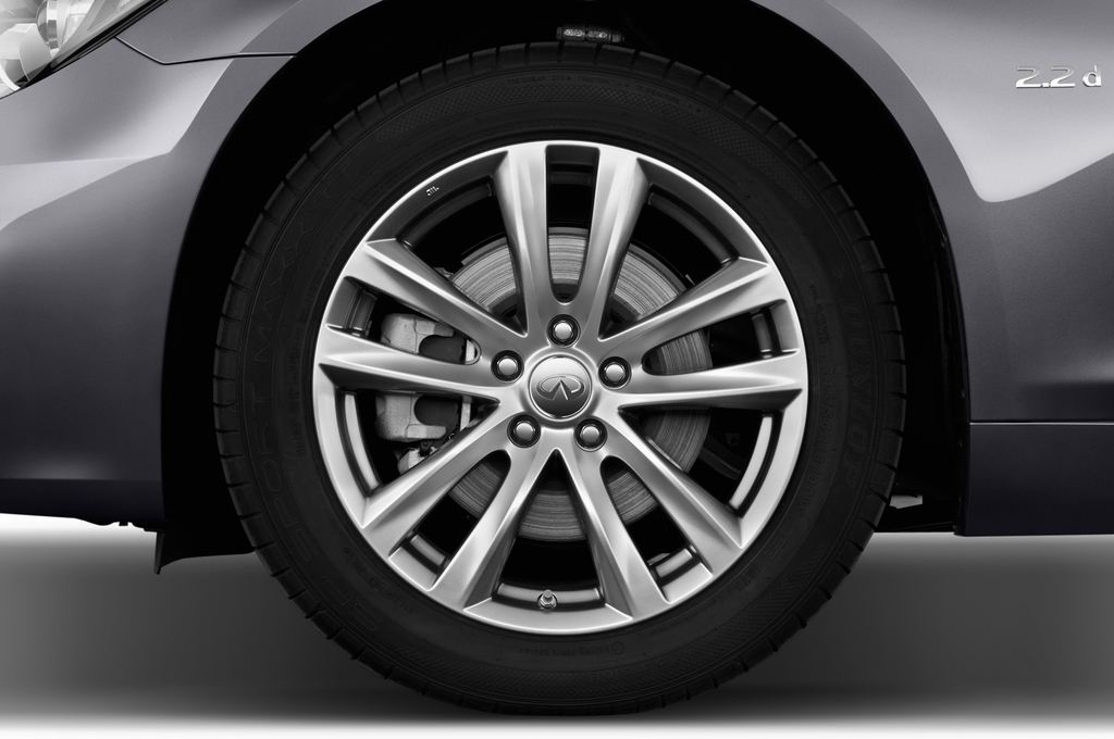 Infiniti Q70 Premium Limousine (2013 - heute) 4 Türen Reifen und Felge