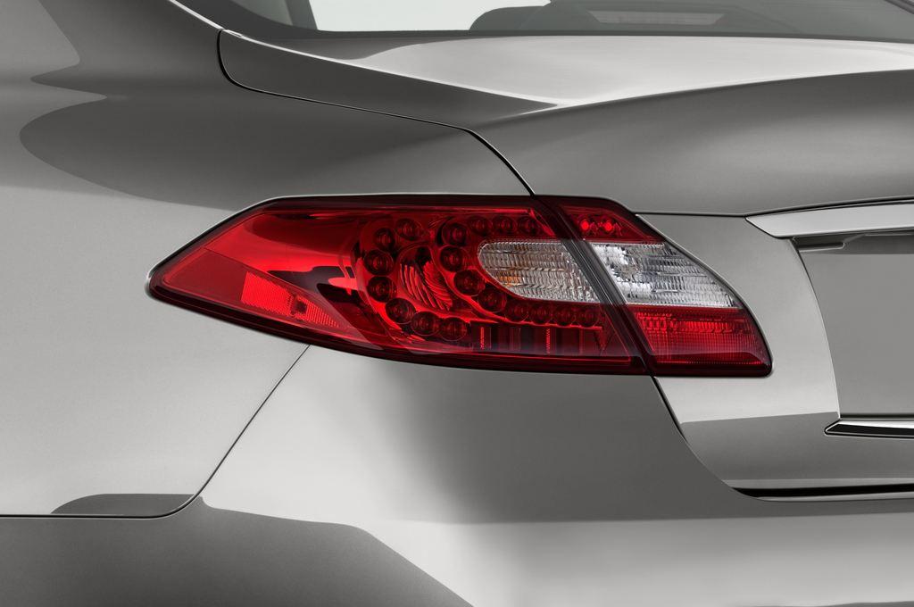 Infiniti Q70 3.7 V6 7AT Limousine (2013 - heute) 4 Türen Rücklicht