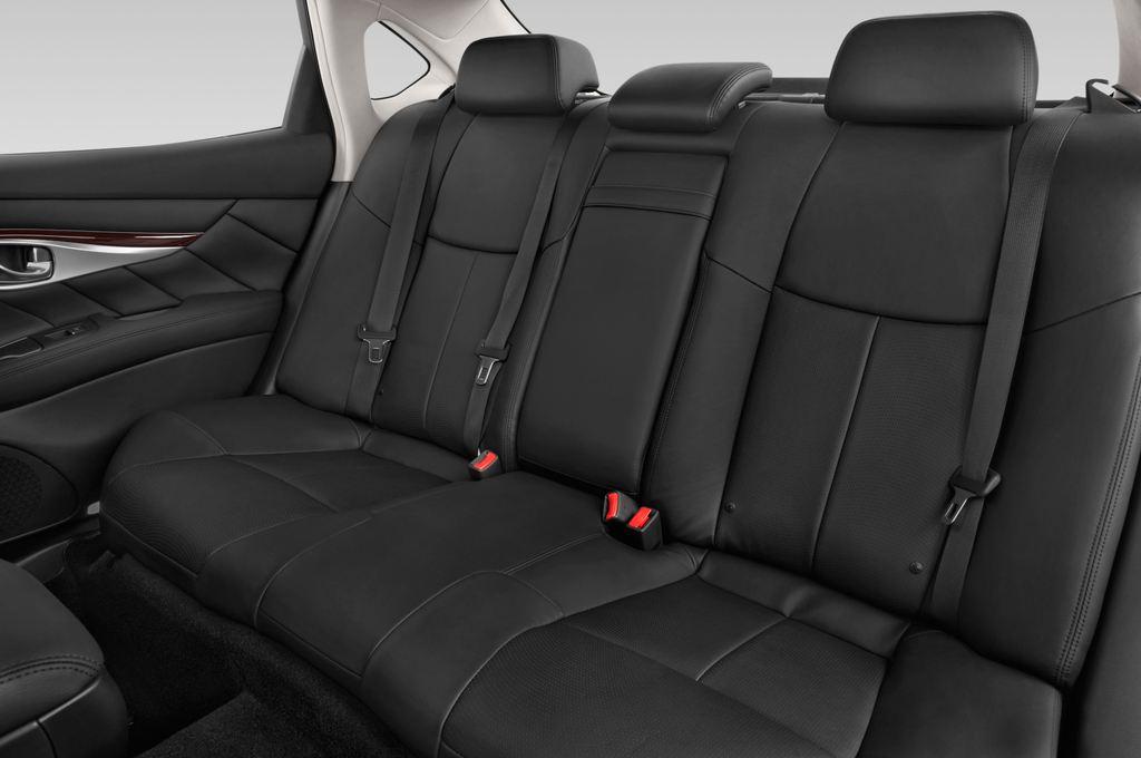 Infiniti Q70 Sport Tech Limousine (2013 - heute) 4 Türen Rücksitze