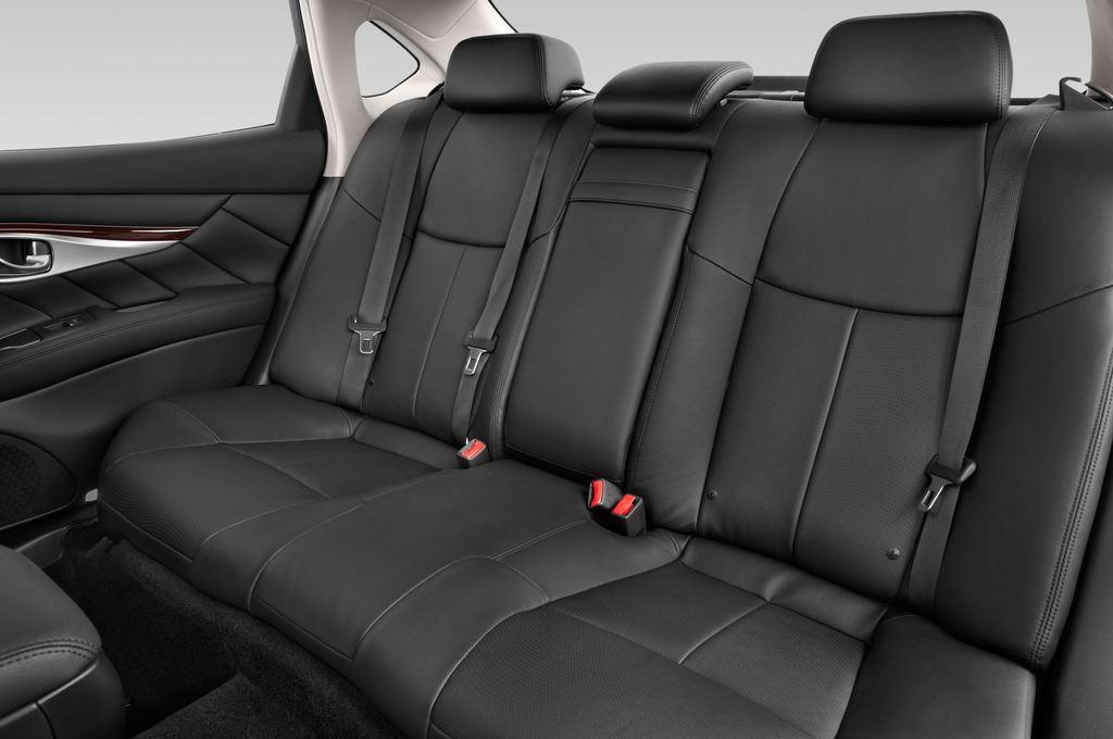 Infiniti Q70 3.7 V6 7At Limousine (2013 - heute) 4 Türen Rücksitze