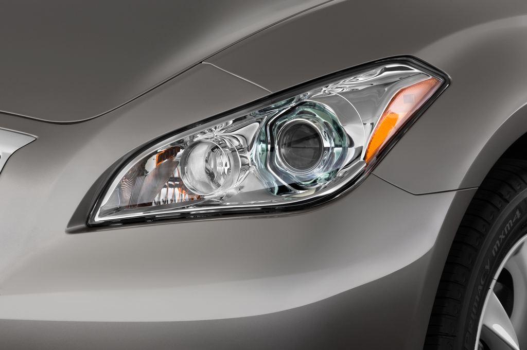 Infiniti Q70 3.7 V6 7AT Limousine (2013 - heute) 4 Türen Scheinwerfer