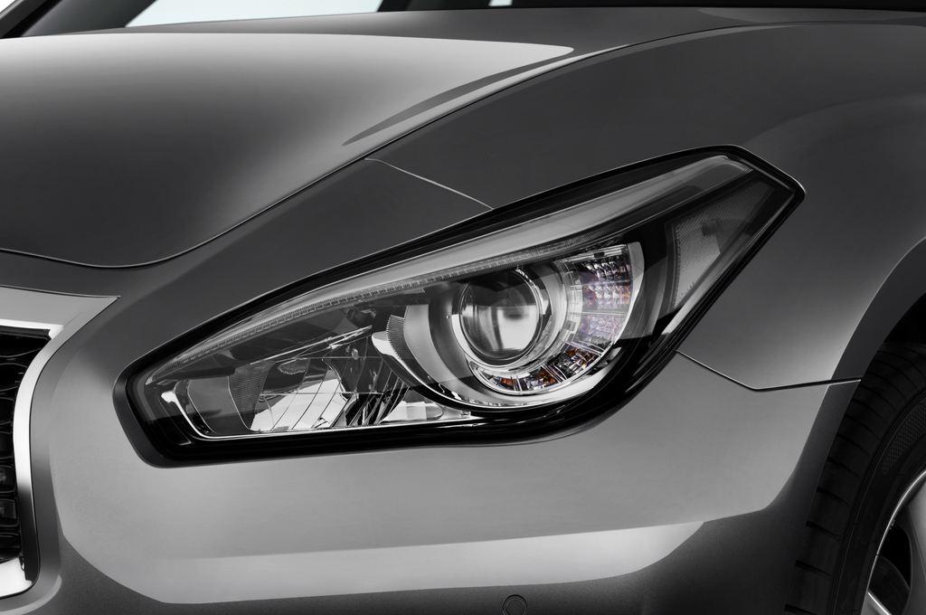 Infiniti Q70 Premium Limousine (2013 - heute) 4 Türen Scheinwerfer