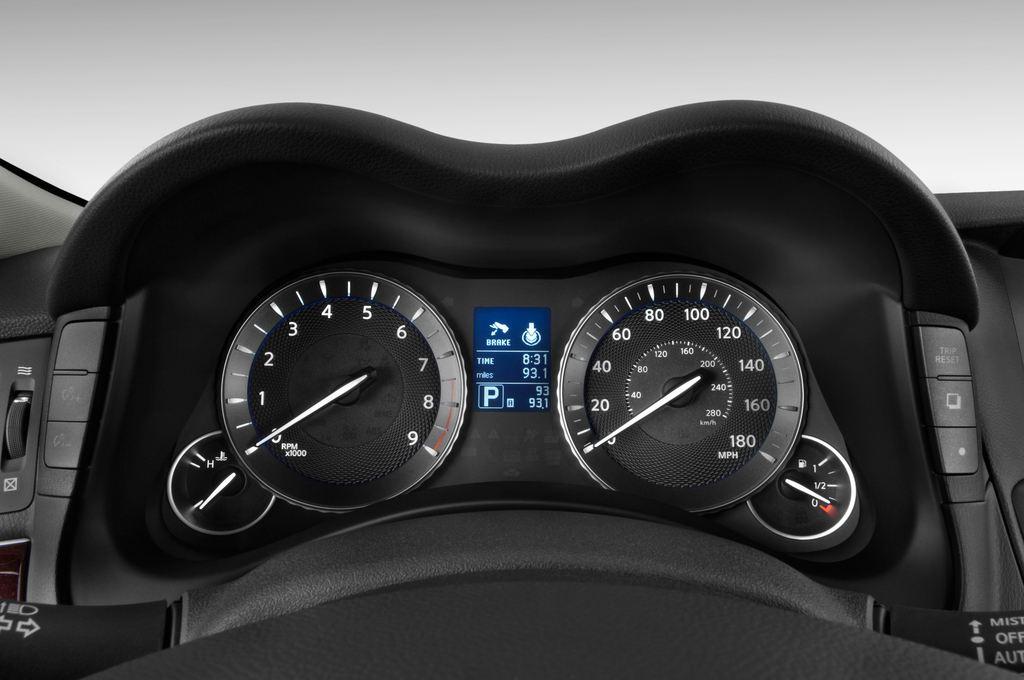 Infiniti Q70 3.7 V6 7AT Limousine (2013 - heute) 4 Türen Tacho und Fahrerinstrumente