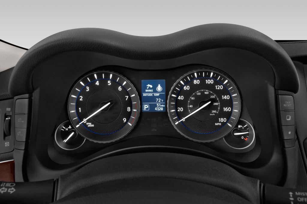 Infiniti Q70 Sport Tech Limousine (2013 - heute) 4 Türen Tacho und Fahrerinstrumente