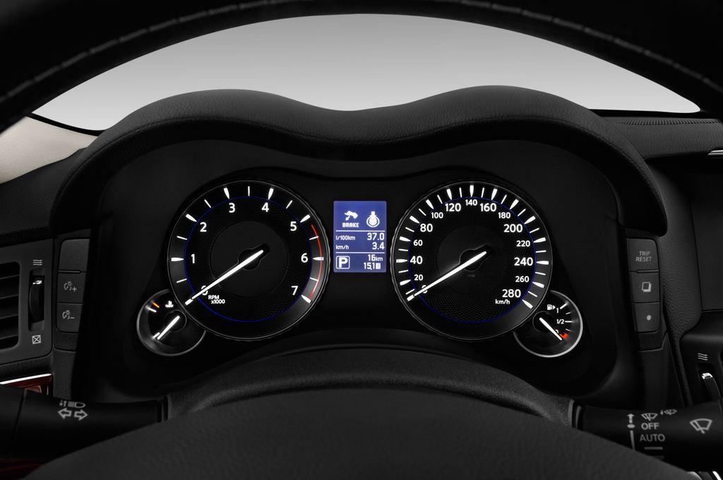 Infiniti Q70 Premium Limousine (2013 - heute) 4 Türen Tacho und Fahrerinstrumente