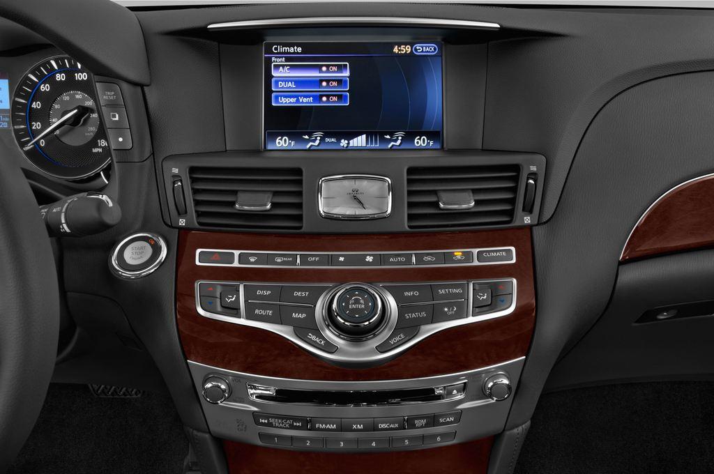 Infiniti Q70 Sport Tech Limousine (2013 - heute) 4 Türen Temperatur und Klimaanlage