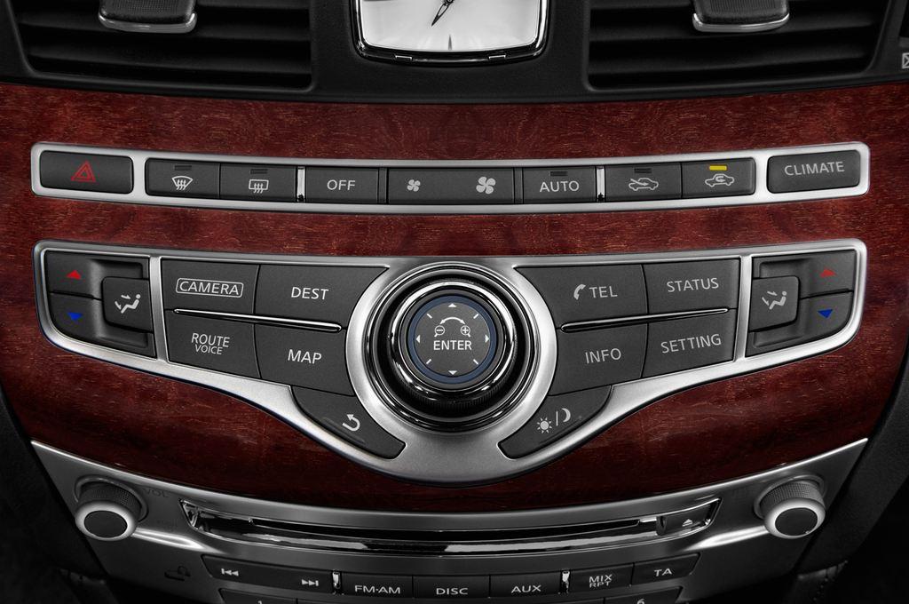 Infiniti Q70 Premium Limousine (2013 - heute) 4 Türen Temperatur und Klimaanlage