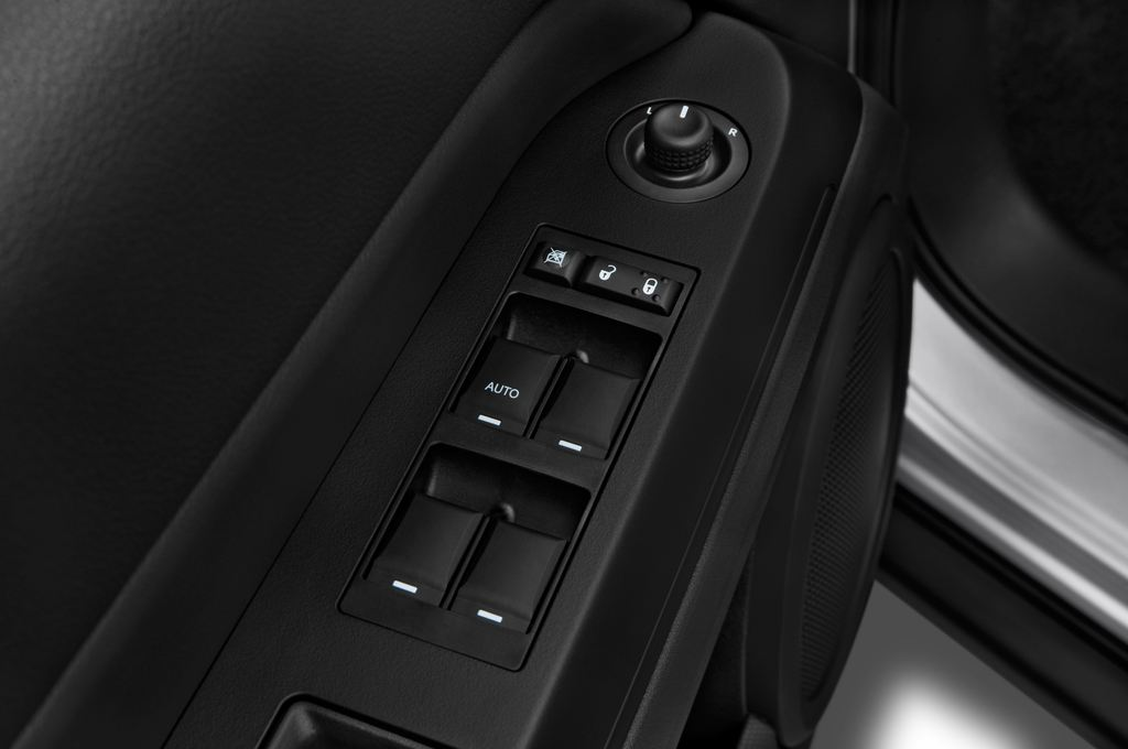 Jeep Compass Sport SUV (2007 - 2016) 5 Türen Bedienungselemente Tür