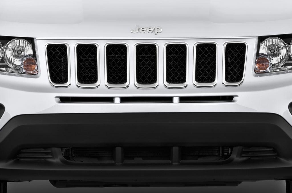 Jeep Compass Sport SUV (2007 - 2016) 5 Türen Kühlergrill und Scheinwerfer