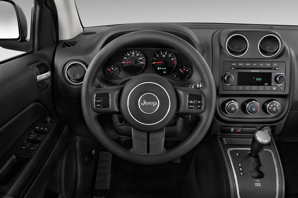 Jeep Compass Sport SUV (2007 - 2016) 5 Türen Lenkrad
