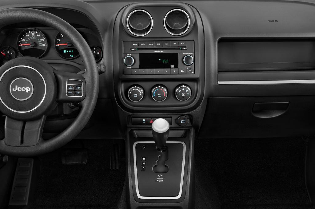 Jeep Compass Sport SUV (2007 - 2016) 5 Türen Mittelkonsole