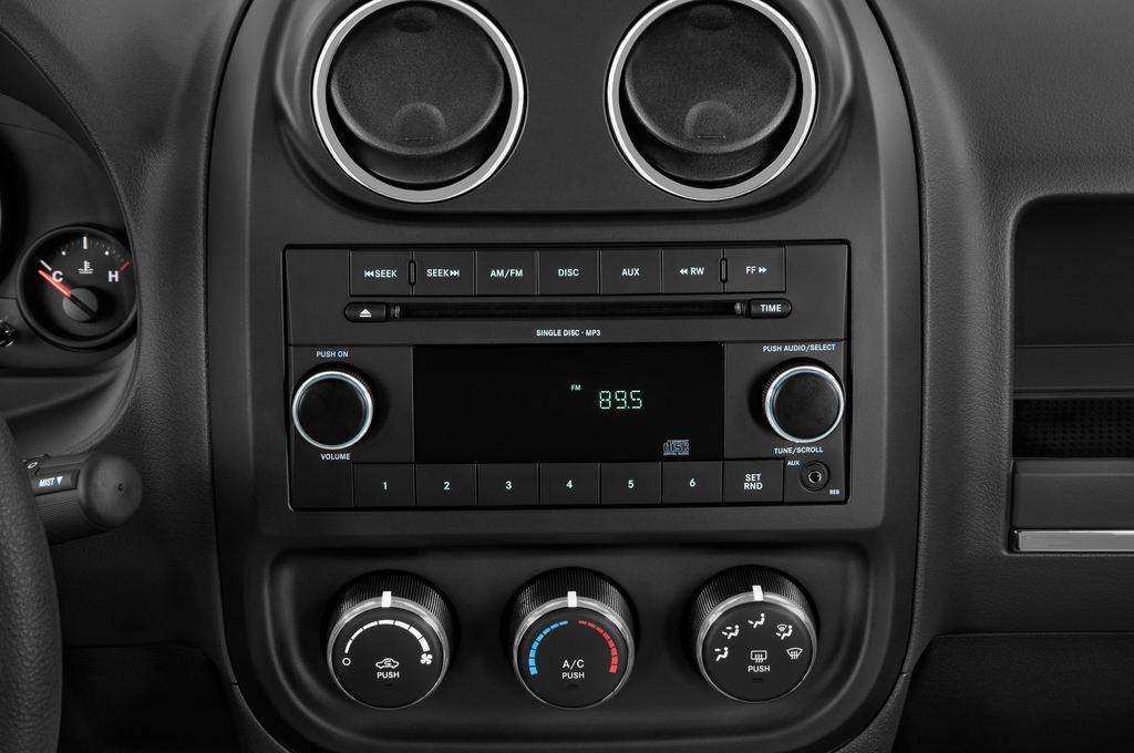 Jeep Compass Sport SUV (2007 - 2016) 5 Türen Radio und Infotainmentsystem