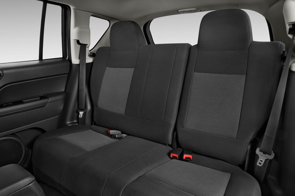 Jeep Compass Sport SUV (2007 - 2016) 5 Türen Rücksitze
