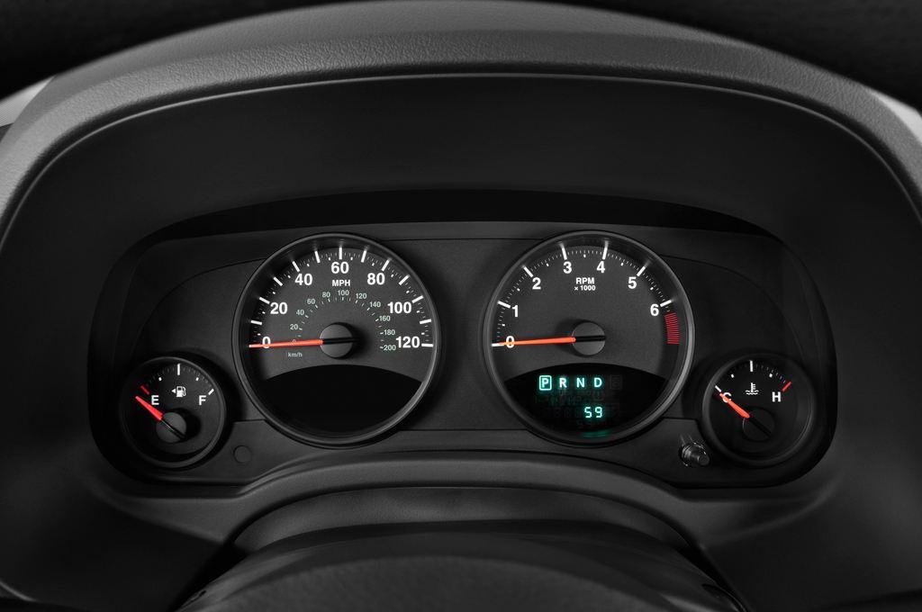 Jeep Compass Sport SUV (2007 - 2016) 5 Türen Tacho und Fahrerinstrumente