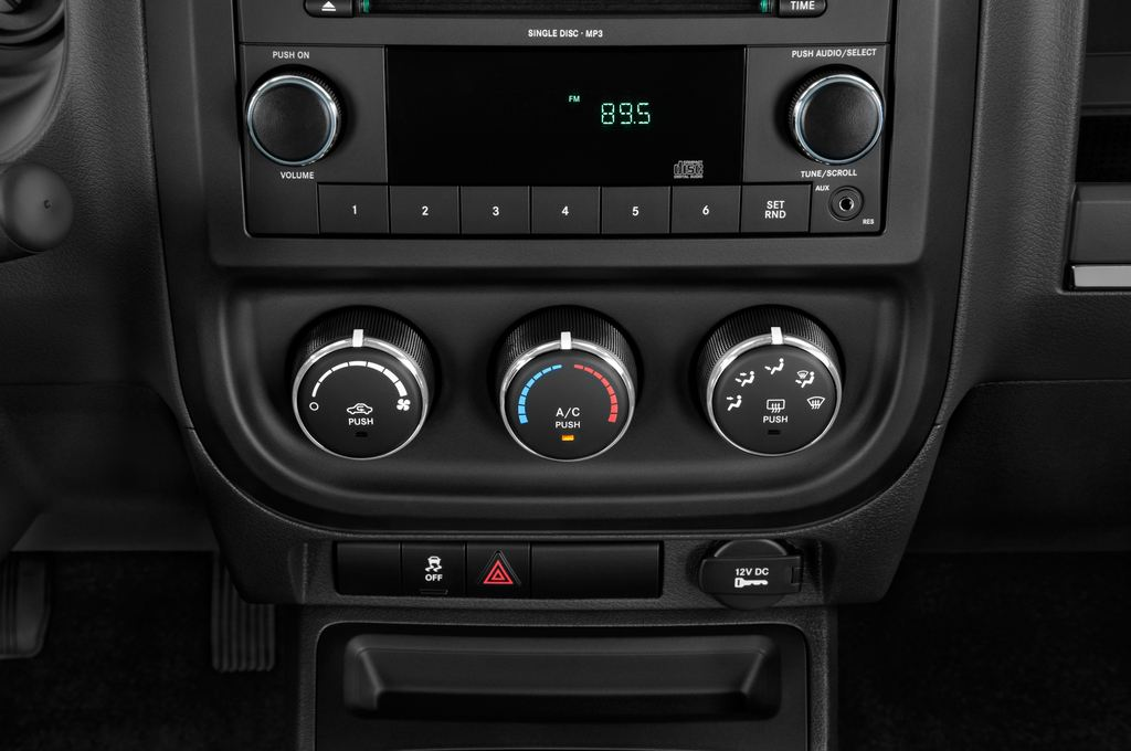 Jeep Compass Sport SUV (2007 - 2016) 5 Türen Temperatur und Klimaanlage