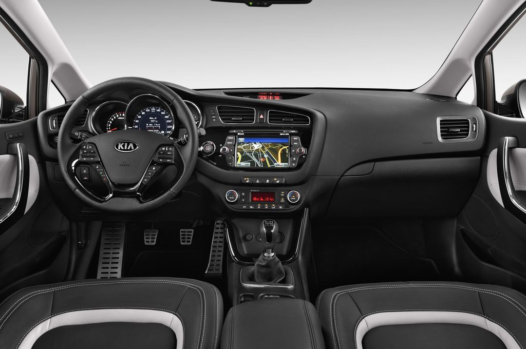 Kia Ceed Spirit Kompaktklasse (2012 - heute) 5 Türen Cockpit und Innenraum