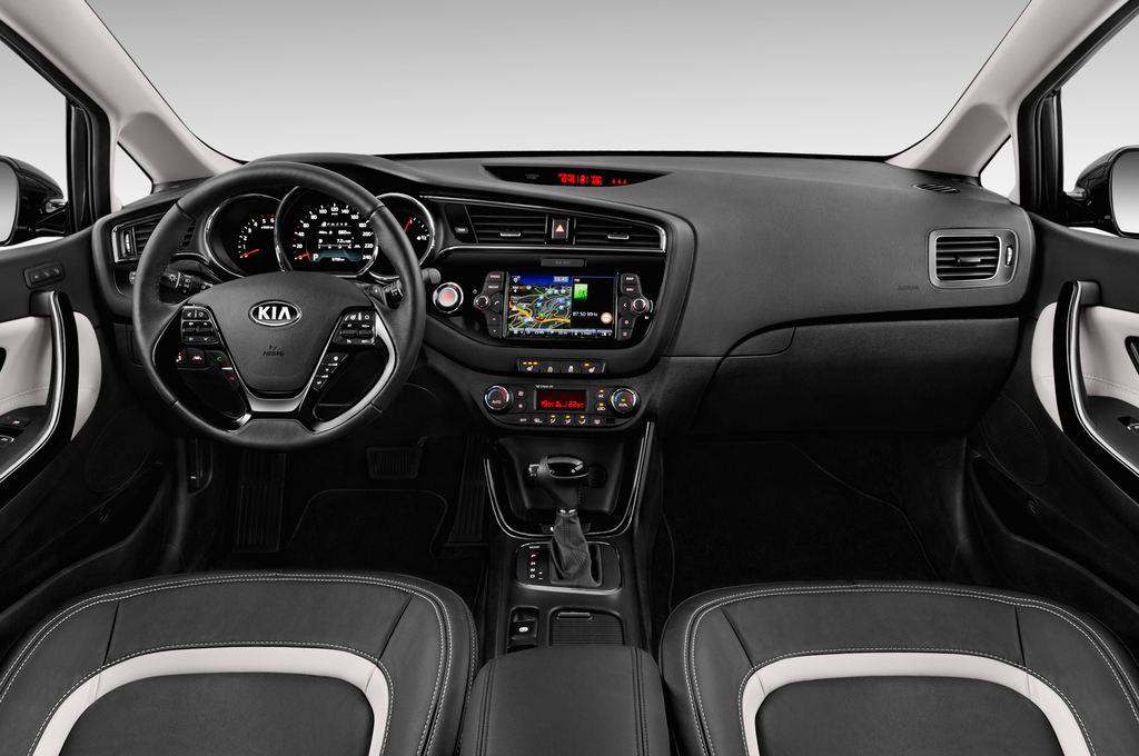 Kia Ceed Platinum Edition Kompaktklasse (2012 - heute) 5 Türen Cockpit und Innenraum