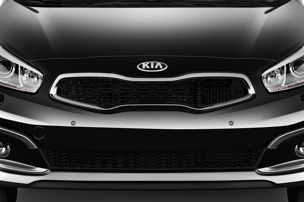 Kia Ceed Platinum Edition Kompaktklasse (2012 - heute) 5 Türen Kühlergrill und Scheinwerfer