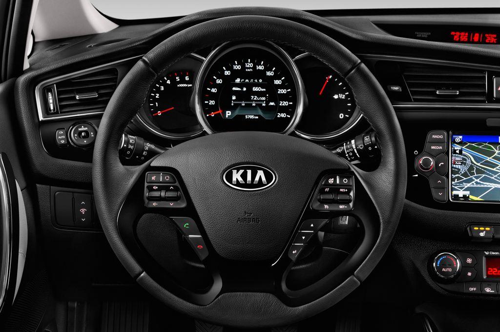Kia Ceed Platinum Edition Kompaktklasse (2012 - heute) 5 Türen Lenkrad