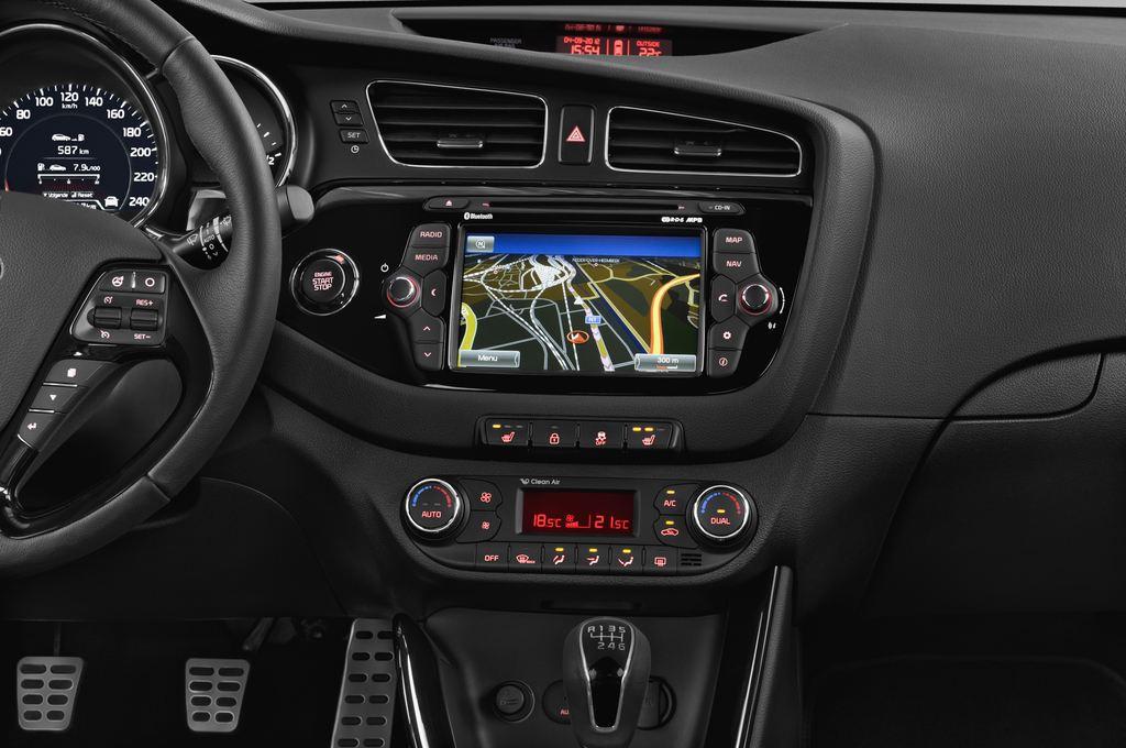 Kia Ceed Spirit Kompaktklasse (2012 - heute) 5 Türen Mittelkonsole