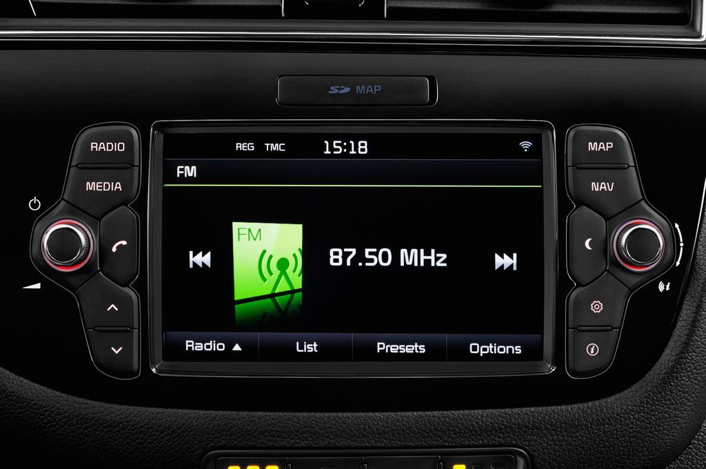 Kia Ceed Platinum Edition Kompaktklasse (2012 - heute) 5 Türen Radio und Infotainmentsystem