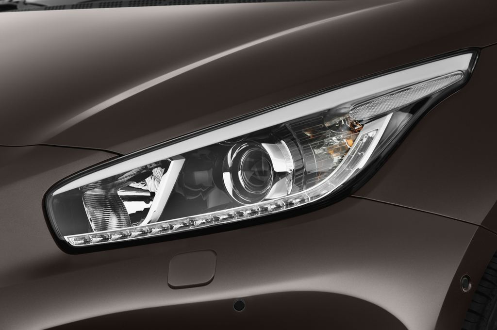 Kia Ceed Spirit Kompaktklasse (2012 - heute) 5 Türen Scheinwerfer