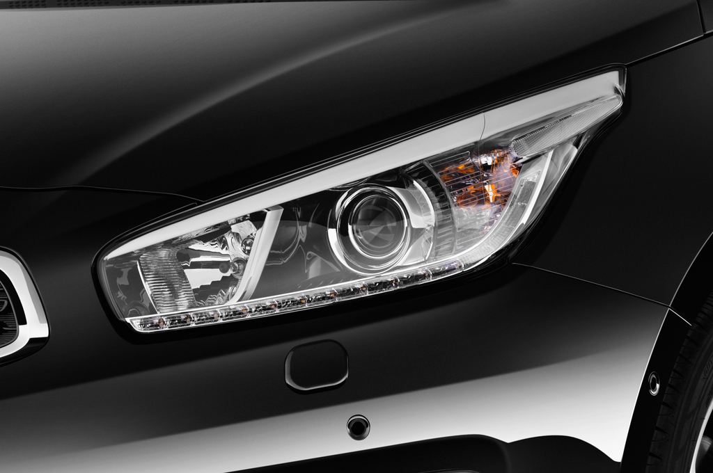 Kia Ceed Platinum Edition Kompaktklasse (2012 - heute) 5 Türen Scheinwerfer