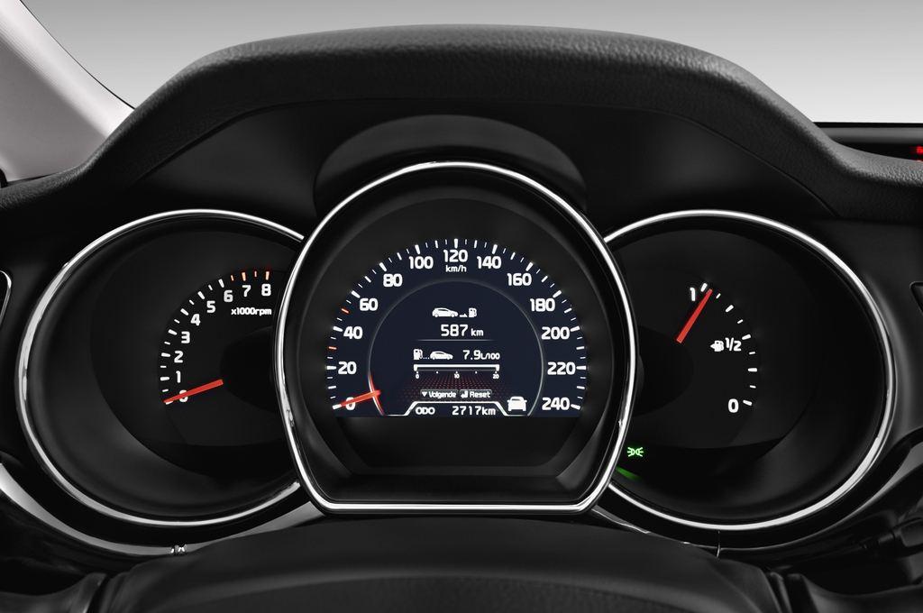 Kia Ceed Spirit Kompaktklasse (2012 - heute) 5 Türen Tacho und Fahrerinstrumente