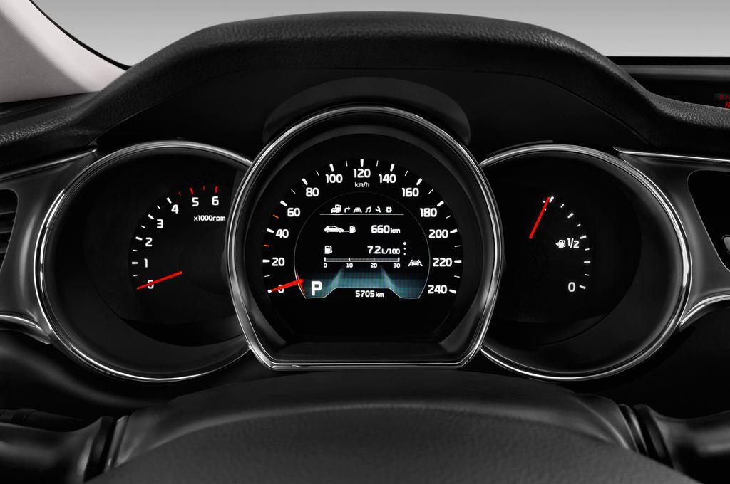Kia Ceed Platinum Edition Kompaktklasse (2012 - heute) 5 Türen Tacho und Fahrerinstrumente