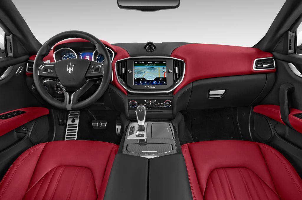 Maserati Ghibli S Q4 Limousine (2013 - heute) 4 Türen Cockpit und Innenraum