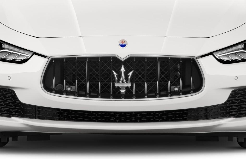 Maserati Ghibli S Q4 Limousine (2013 - heute) 4 Türen Kühlergrill und Scheinwerfer