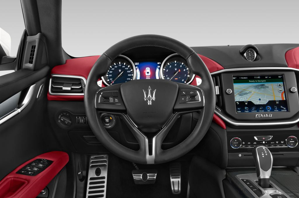 Maserati Ghibli S Q4 Limousine (2013 - heute) 4 Türen Lenkrad