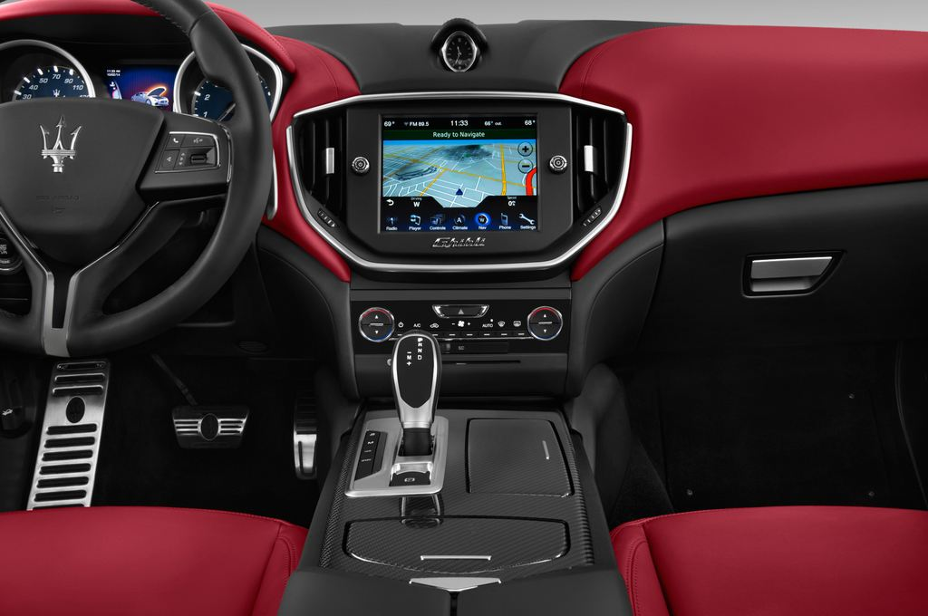 Maserati Ghibli S Q4 Limousine (2013 - heute) 4 Türen Mittelkonsole