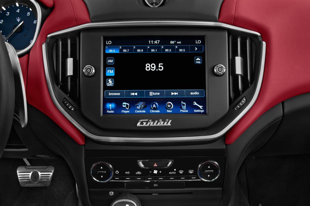 Maserati Ghibli S Q4 Limousine (2013 - heute) 4 Türen Radio und Infotainmentsystem