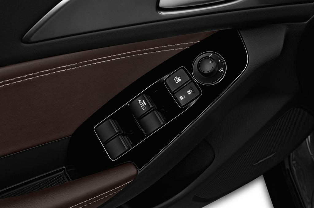 Mazda 3 Sports-Line Kompaktklasse (2013 - heute) 5 Türen Bedienungselemente Tür