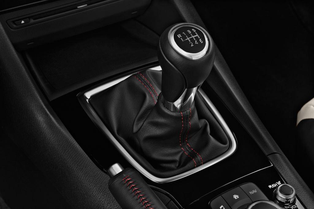 Mazda 3 Sports-Line Kompaktklasse (2013 - heute) 4 Türen Schalthebel